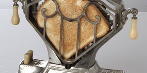 Ye olde 1920's electric toastere.