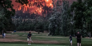 Oregon fires next to a golf course. Mind if I play through?